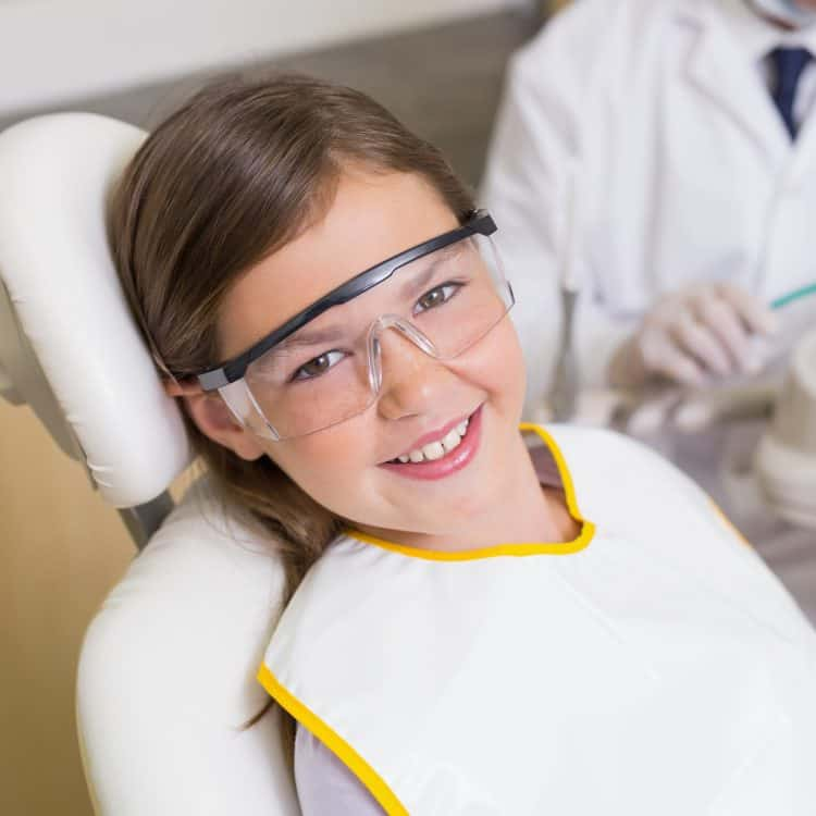 girl dental checkup